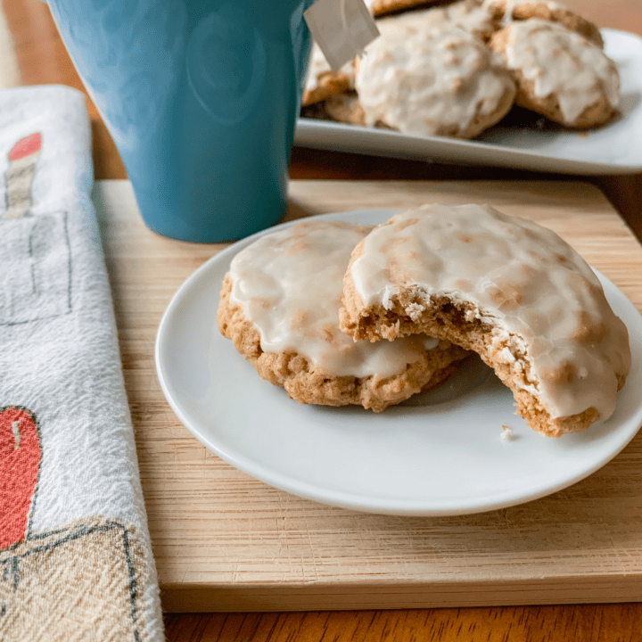 Delicious easy iced oatmeal cookies