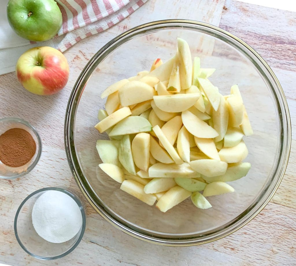 The ingredients you will need for the filling: Apples, cinnamon and sugar