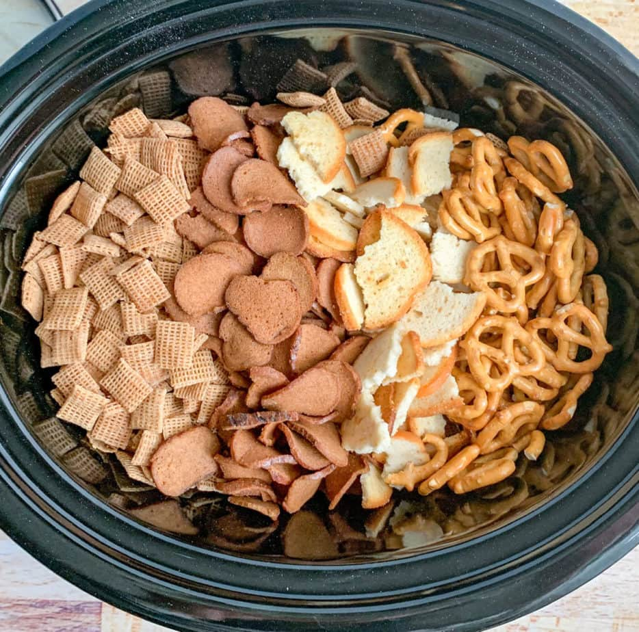 How to make Chex Party Mix in the crockpot: the ingredients you'll need