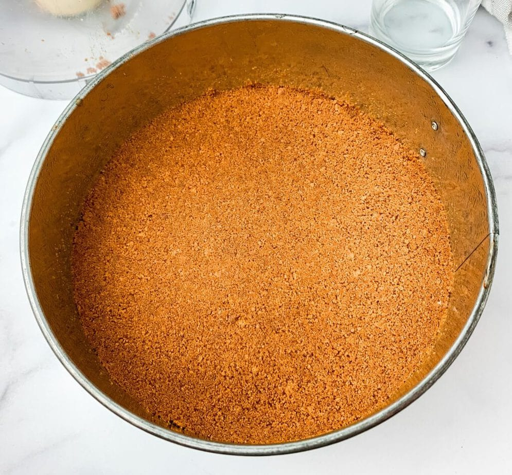 How to make a biscoff cookie cheesecake: preparing the cookie crust