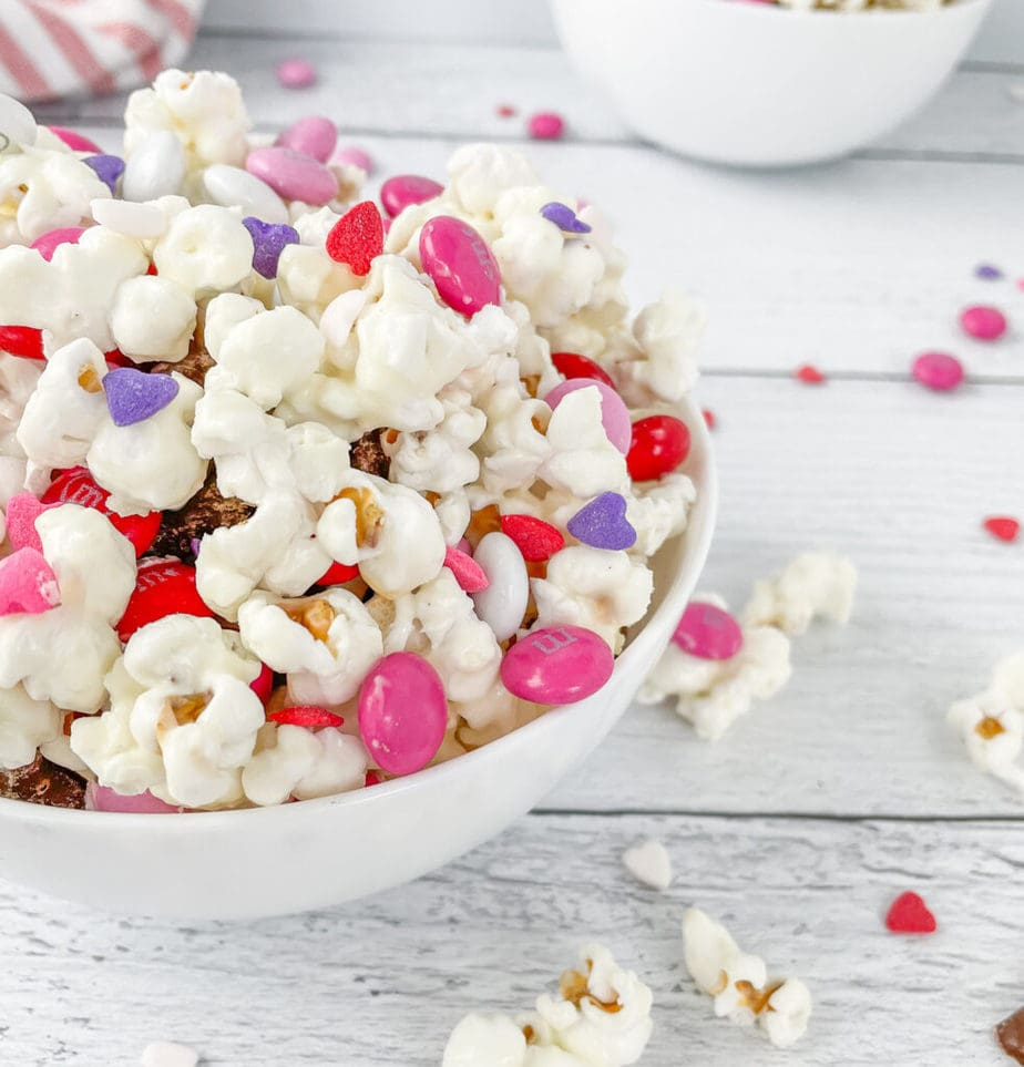 Valentine's Snack Mix makes a great snack for a classroom